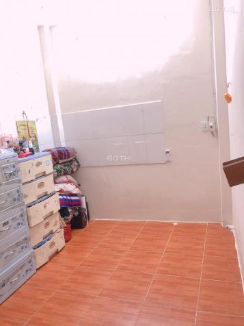 Cho thuê phòng trọ Phạm Văn Chiêu, P8, gần Cây Trâm, 20 m2, có cửa sổ nhỏ, wc riêng