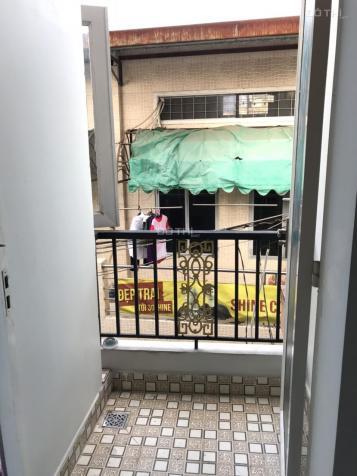 Chính chủ Cho thuê 1 phòng balcon 26m2 có máy lạnh tại hẻm 122 Tôn Đản P10 Q4