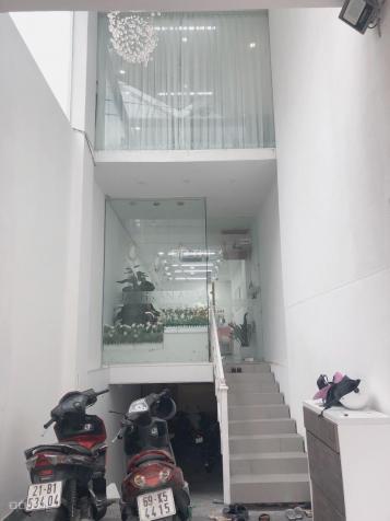 Cho thuê mặt tiền 229 Trần Hưng Đạo, quận 1.