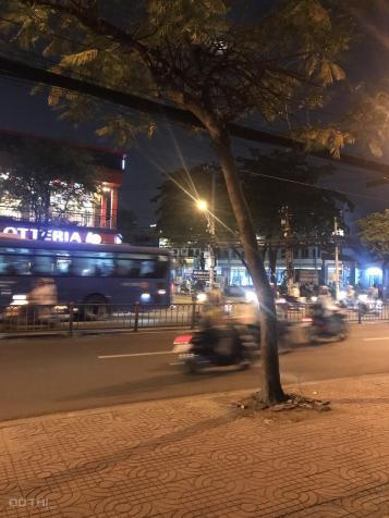 Cho thuê nhà 2 MT 700 Nguyễn Đình Chiểu, Quận 3