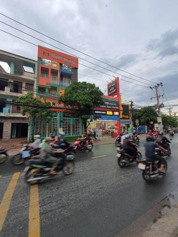 Cho thuê nhà ngay ngã tư đèn vị trí đẹp, rẻ - Tân Phú. Vỉa hè rộng hơn 10m, khu nhà hàng, hệ thống