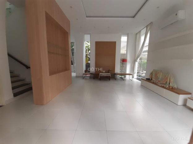 Cho thuê villa sân vườn trệt, 2 lầu, 4P, 10x20m, Nguyễn Văn Hưởng