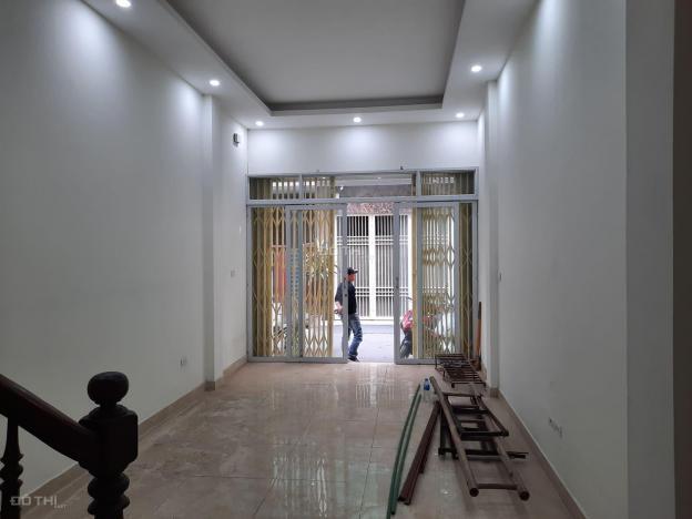 Bán nhà Hoàng Quốc Việt 5,8 tỷ. Ngõ 3 ô tô tránh