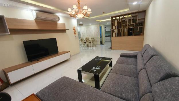 Cho thuê căn hộ chung cư Cosmo, 3PN 121m2 có nội thất chỉ với 14 triệu/th. LH Quyên 0902.823.622
